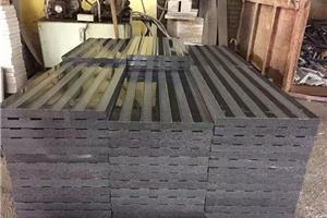 福建G654芝麻黑沟槽面防滑板黑色花岗岩盲道板
