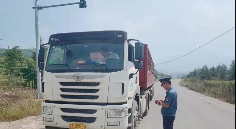 河南一石材产区开展石材运输专项整治!坚决杜绝超载超限车辆上路!